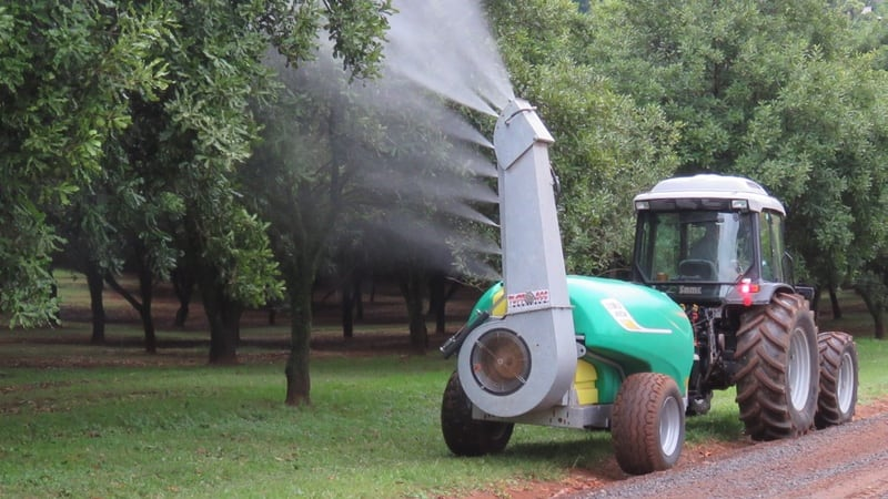 A single sided air blast sprayer specially designed and tested for macadamia & avocado. Capable of spraying effectively at 15m height. 1000 - 5500L capacity.