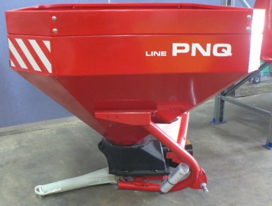 A 1 tonne capacity pendulum spreader featuring a 1500L marine grade stainless steel hopper. Up to 16m spreading width.