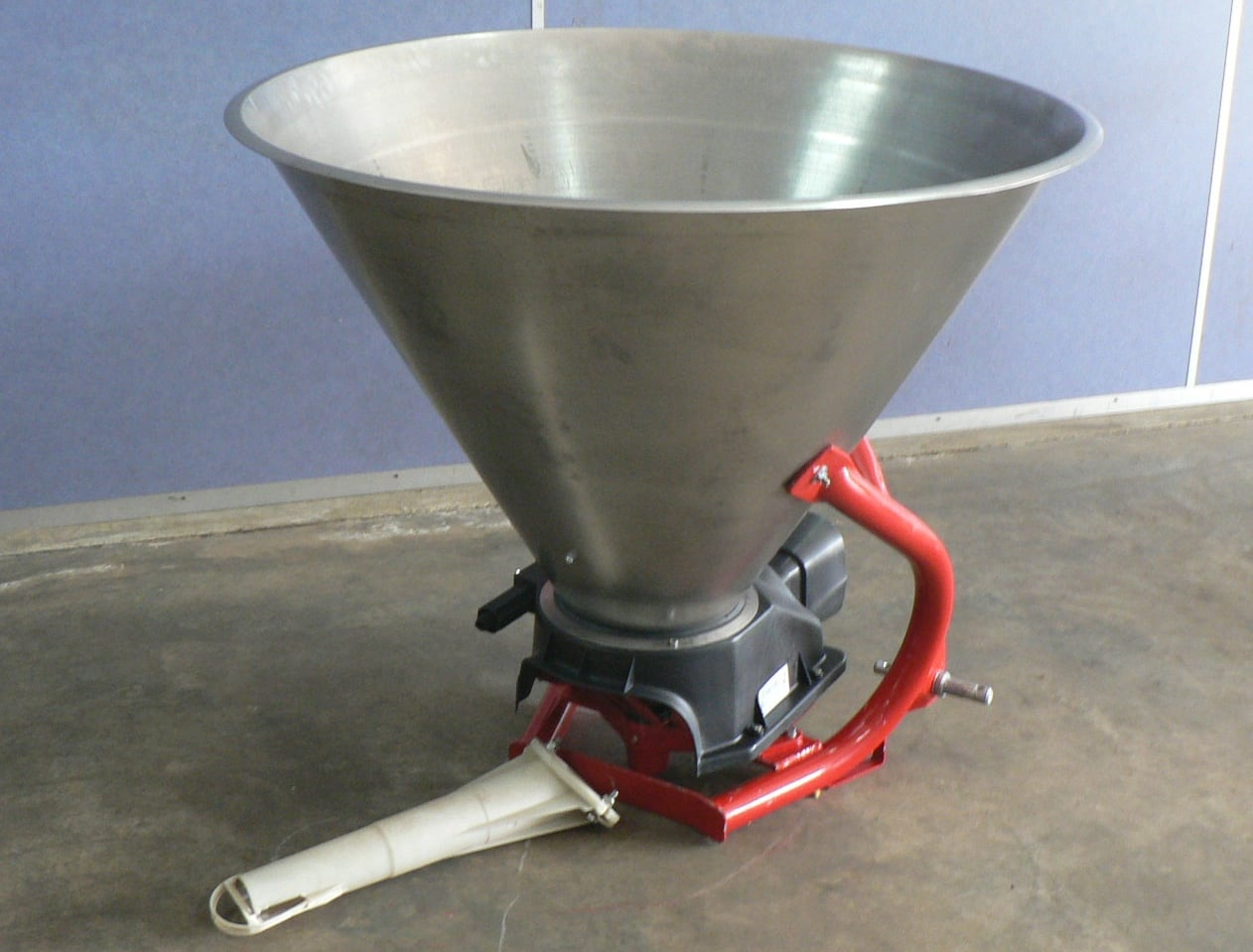 TUFFASS Machinery PNX 500 Pendulum Spreaders