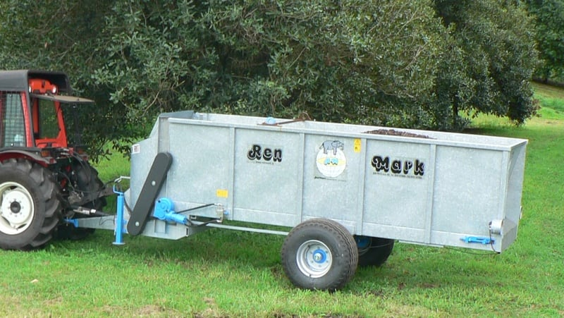 A galvanized steel side delivery row spreader for compost and manure. Available in 4m3 or 6m3 capacity.