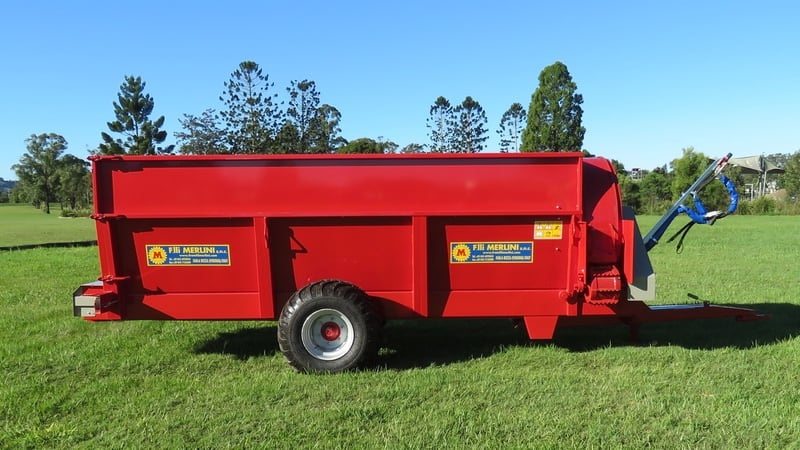 A front turbine side delivery mulcher. The heavy turbine can break, mix and spread a wide range of materials from 1m3 capacity upwards.